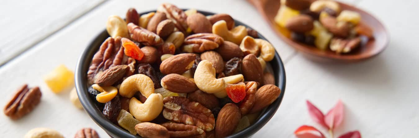 mix nuts and dried fruits